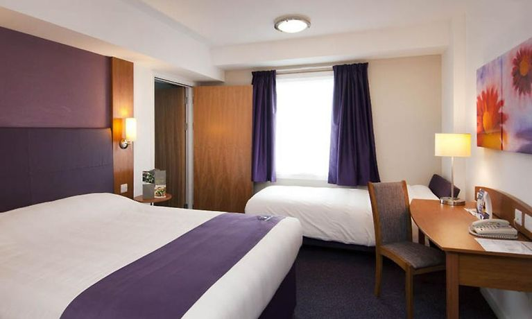 Hotel premier inn gatwick airport central crawley book in advance and save - Bureau de change crawley ...